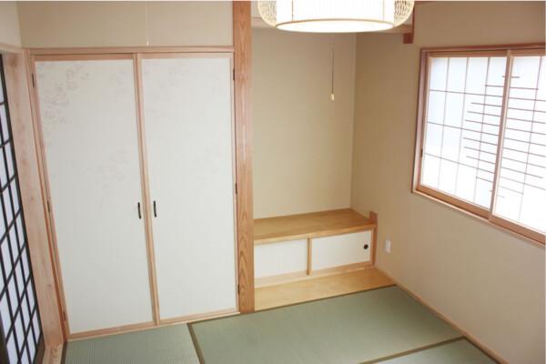 <b>和室</b><br /> 思わずくつろぎたくなる、風通りの良い和室。おもてなしの部屋としても申し分のない美しい造りになっています。