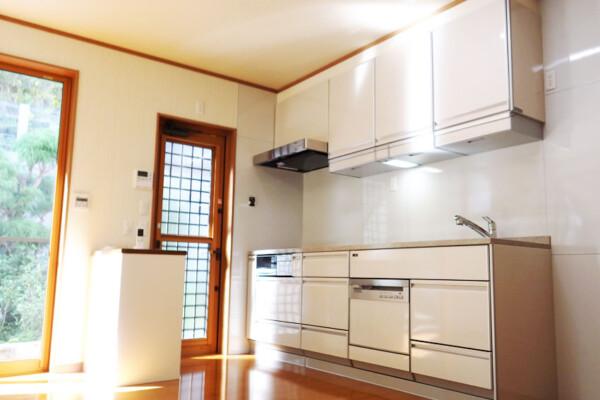 <b>キッチン</b><br /> シンプルだけど機能性を充実させたキッチンになりました。