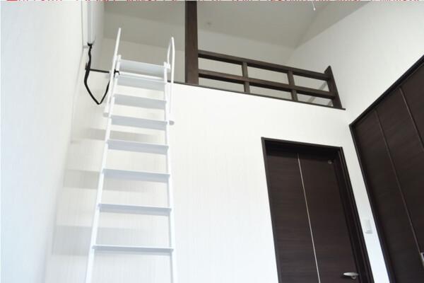 <b>子ども室</b><br /> 2階の子ども室にはロフトを設置。お部屋を広く使うことができます。